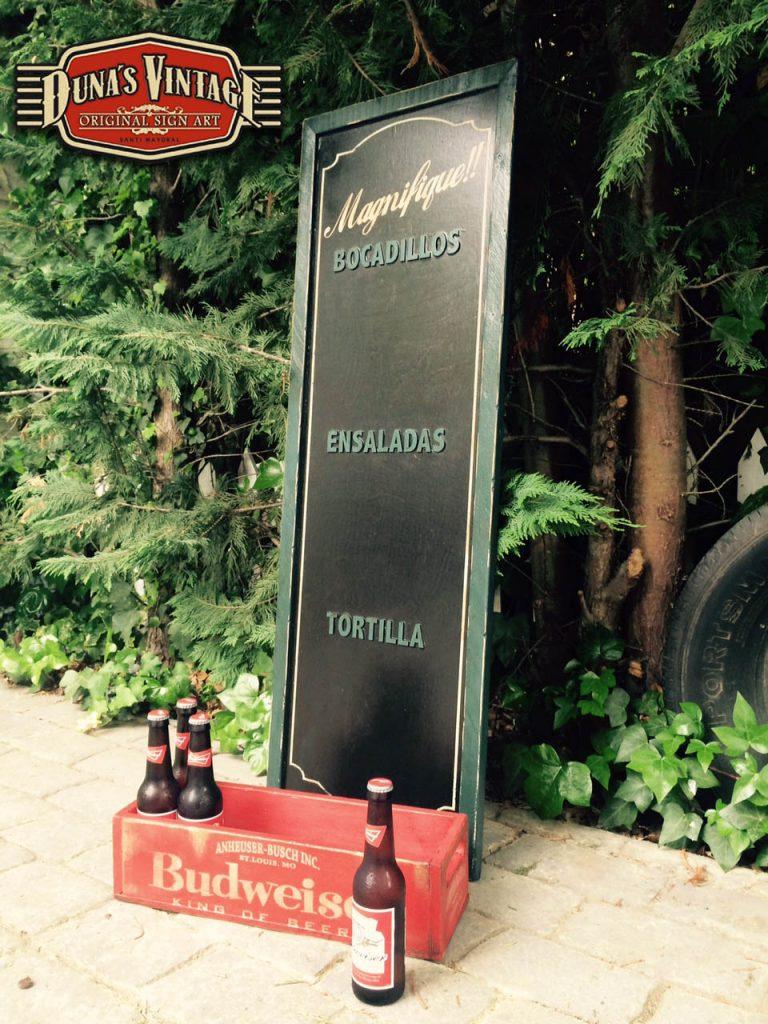 Pizarra Bar ONDARTZA San Sebastián y caja de cervezas Bud, Duna´s ...